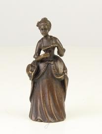 Een bronzen tafelbel vrouwenfiguur