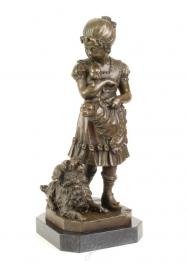 Bronzen beeld van een meisje met haar hond en puppies