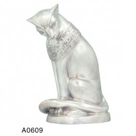 bronzen beeld van een kat met Egyptische tekens