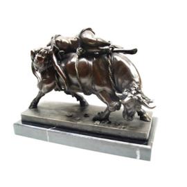 Een bronzen beeld van Europa en de stier