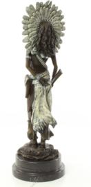 Bronzen beeld vrouwelijke squaw met geweer