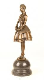 Bronzen beeld  genaamd de eenvoud