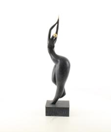 Bronzen abstracte beeld in danshouding