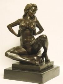 Erotisch bronzen beeld van een mooie vrouw