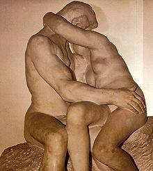 Bronzen beeld de kus van de Franse beeldhouwer Auguste Rodin