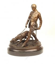 Bronzen beeld van een soldaat met zijn bloedhond