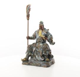 Een bronzen beeld van de Chinese keizer GUANG GONG