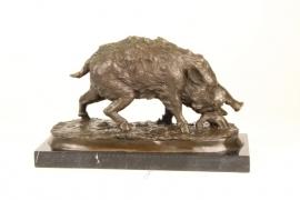 Bronzen beeld van een wildzwijn