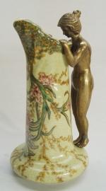 Porseleinen vaas afgewerkt met brons