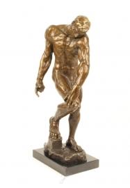 Bronzen beeld van adam