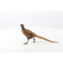Een bronzen beeld van een fazant