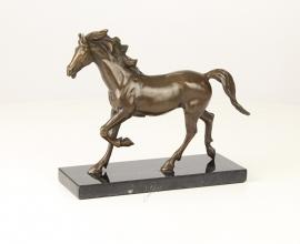 Bronzen beeld van een paard