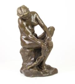Bronzen beeld van vrouwelijk naakt