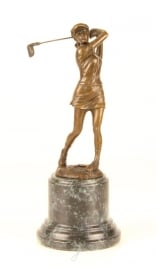 Mooi bronzen beeld van een vrouwelijke golfer