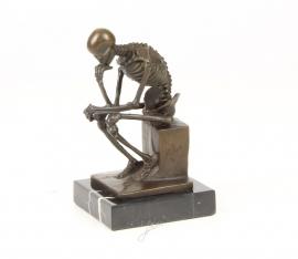 Bronzen skelet denker naar Rodin