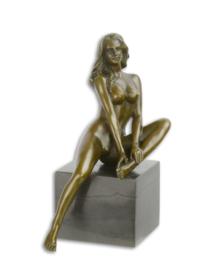 bronzen beeld van een vrouwelijke NAAKT