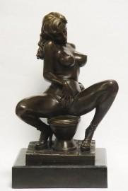 Erotische bronzen vrouw