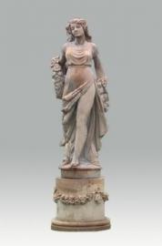 standbeeld op sokkel
