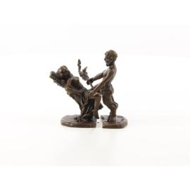 Paar erotische Bronzen beeldjes van satyr met vrouw.