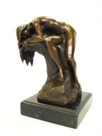 Bronzen beeldje van slapende vrouw