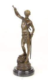 BRONZEN BEELD DAVIDS OVERWINNING OP GOLIATH