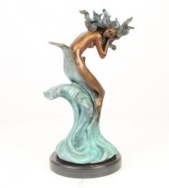 Bronzen beeld van een nymph