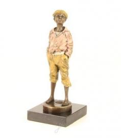 Bronzen beeld van fluitende jongen