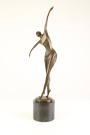 Gedetailleerd abstract dansende Bronzen man
