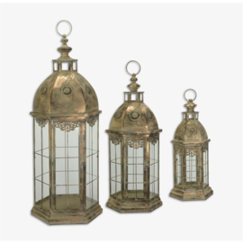 Een set van drie Tine lantaarns