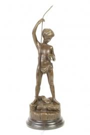 Bronzen beeld  vissende jongen