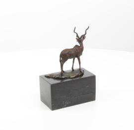Een bronzen beeld van een impala