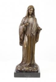 Een bronzen beeld van de heilige madonna
