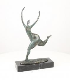 Bronzen beeld abstract moderne vrouw die de finish haalt.