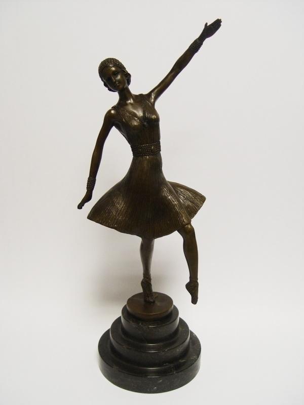 Bronzen beeld danseres