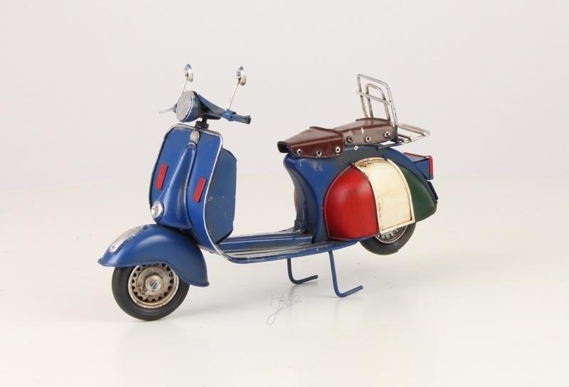 Vespa scooter van blik