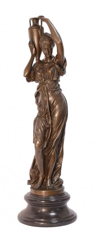 Bronzen beeld vrouw met vaas
