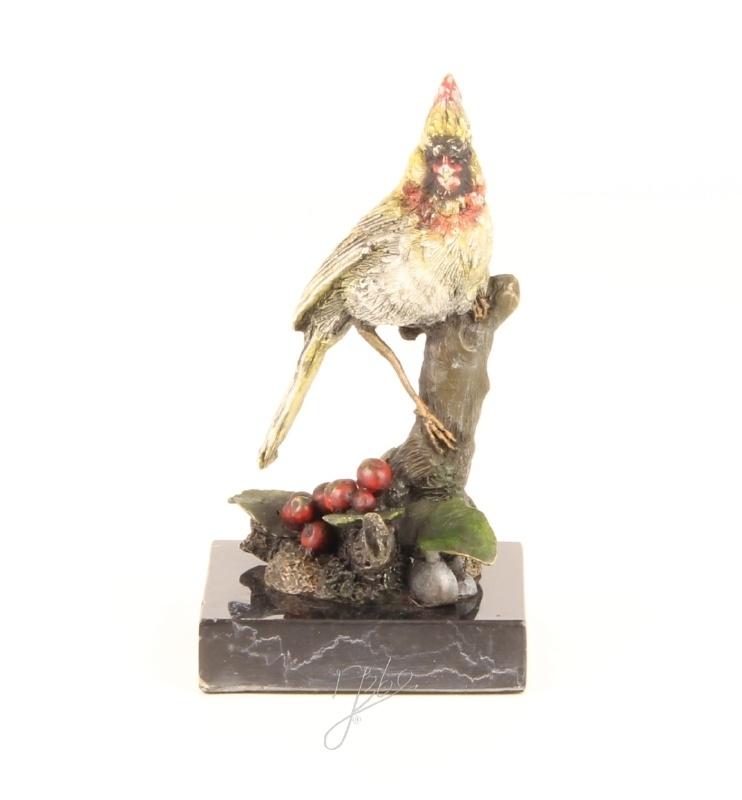 Bronzen beeld van een rode kardinaalvogel