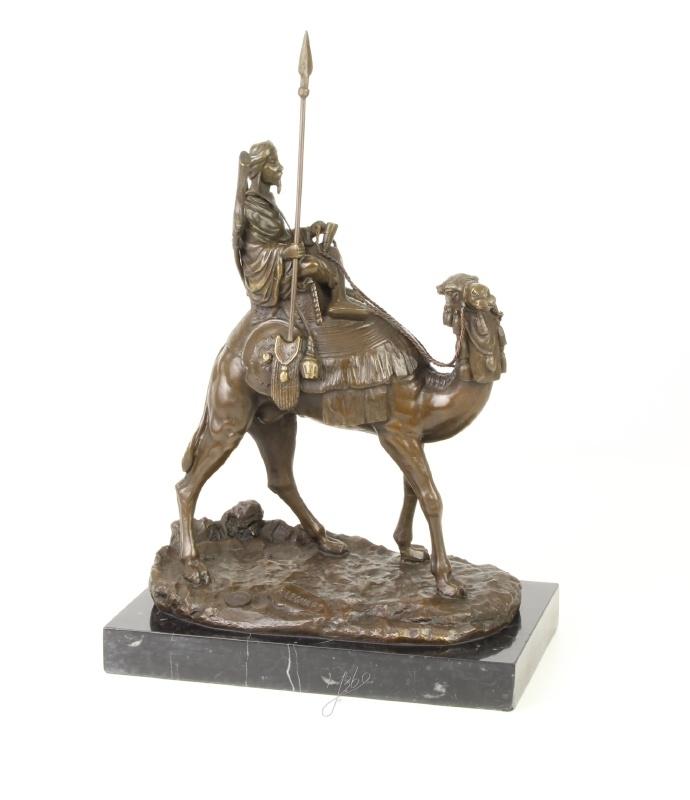 Bronzen dromedaris met berijder
