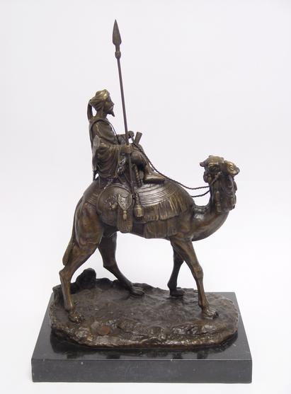 Bronzen beeld van een dromedaris met berijder