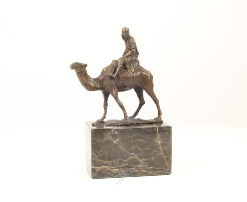 Bronzen beeld kamelenrijder