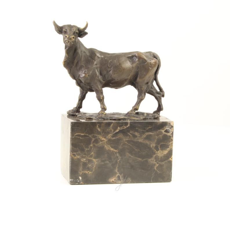 Bronzen beeldje stier op sokkel