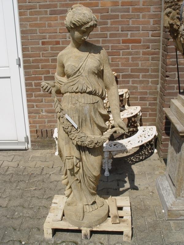 Standbeeld van steen bloemen dame