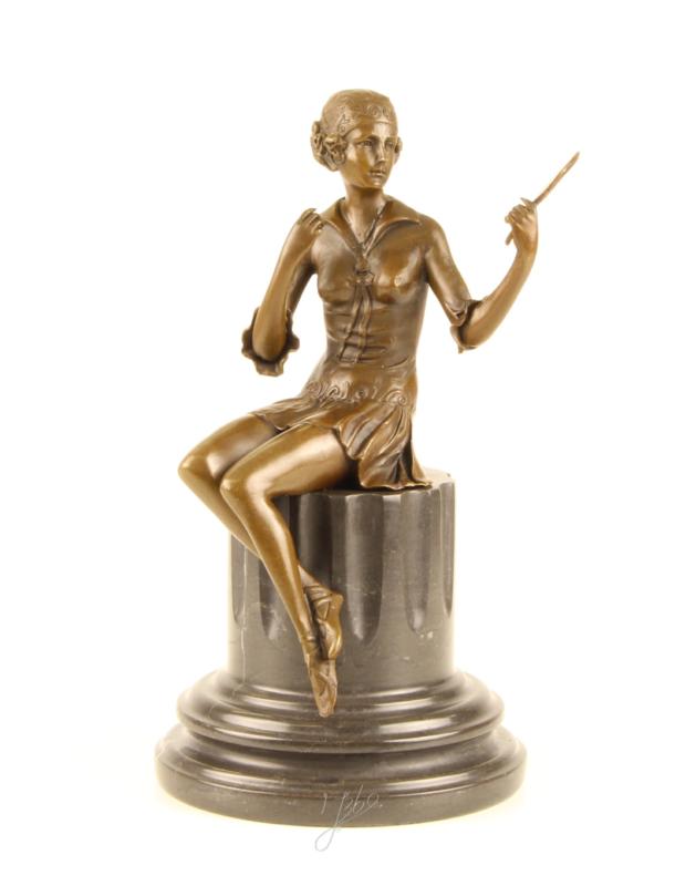 Bronzen beeld van jongen vrouw met spiegel in de hand