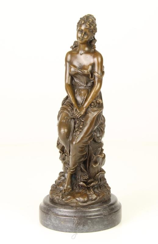 klassiek Bronzen beeld jonge vrouw