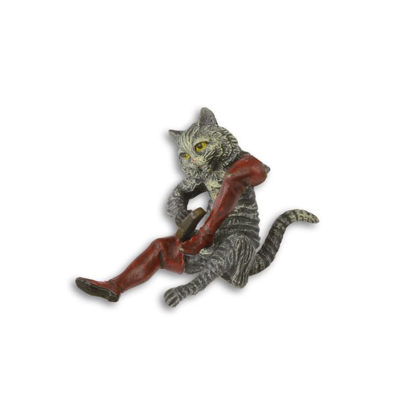 Een bronzen beeld van De Gelaarsde Kat