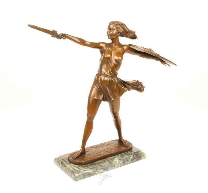 Bronzen beeld van een vrouwelijke strijder