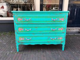 Turquoise handgeschilderde kast