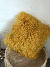 Fluffy oker gele kussen