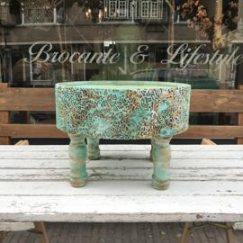 Indonesisch rond beschilderd tafeltje turquoise