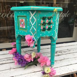 Klein turquoise tafeltje